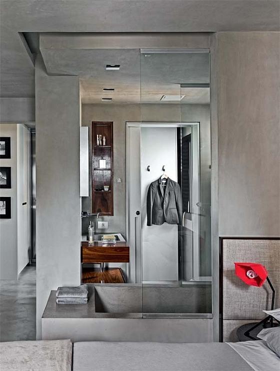 Badkamer met betonlook bad