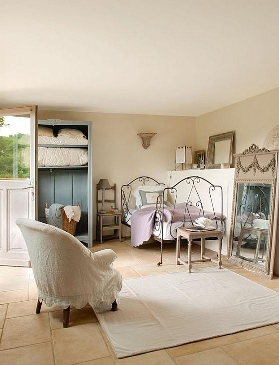 ... knus voorbeeld van een riviera maison slaapkamer aan de franse riviera