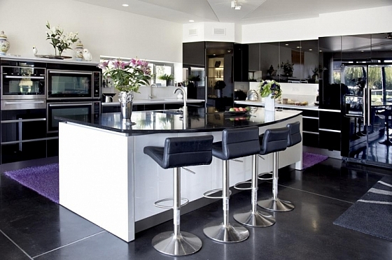 Moderne hoogglans keuken met bar mogelijkheid « Interieur Wensen