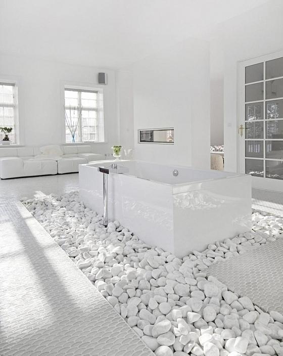 Baden in de weelde van een luxe witte badkamer « Interieur Wensen