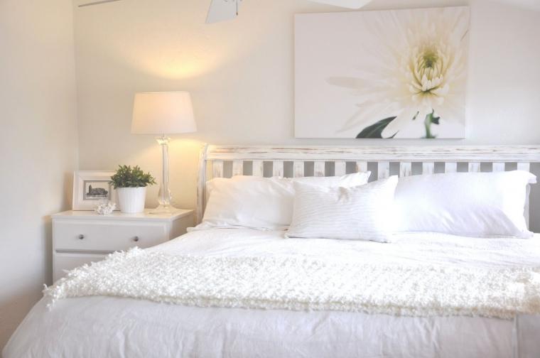 slaapkamer met romantische riviera maison uitstraling interieur